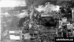 Четвертый энергоблок Чернобыльской АЭС после взрыва. Апрель 1986