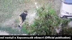 Нападавший на Гандзюк попал на камеры наружного наблюдения