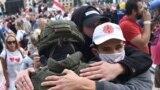 Беларусь: бастующие рабочие идут к Дому правительства. Спецэфир. Часть 1