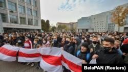 Студенты на митинге против результатов президентских выборов в Беларуси. Минск, 26 октября 2020 года
