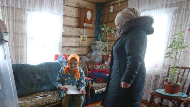 Programme: Глава сельского поселения занимает одну из трех комнат. На ремонт и дорогую мебель, как видно, предпочитает не тратиться. Из необходимого только техника и средства связи.