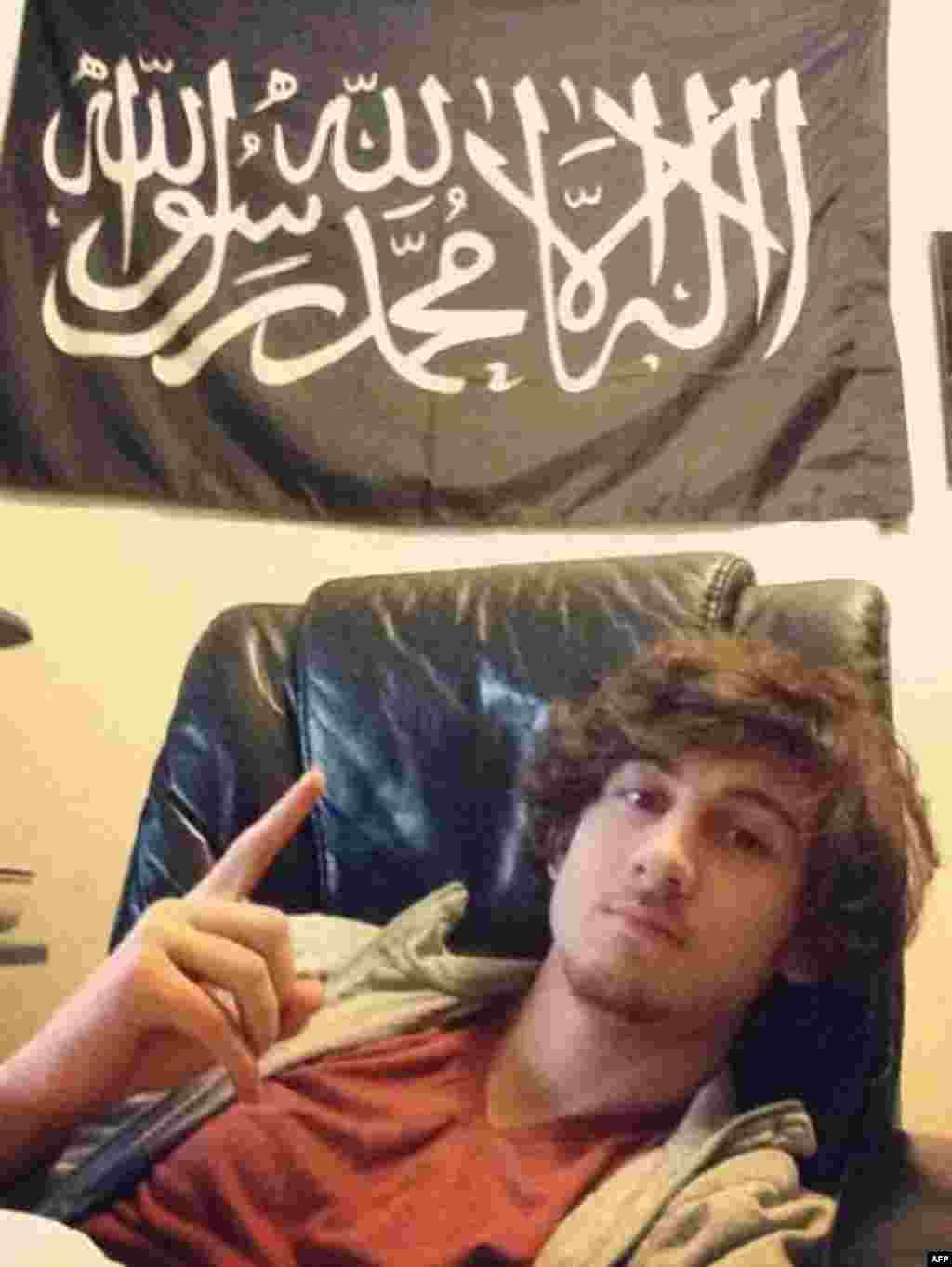 Джохар Царнаев в его доме в Кембридже, американский штат Массачусетс. Фото было использовано в качестве доказательства в его деле.
