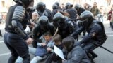 Пострадавшие участники шествия вСанкт-Петербурге написали заявления наполицейских