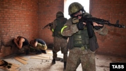 Военнослужащие Росгвардии на учениях, Россия, Волгоградская область, 28 июля 2016