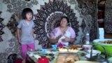 """""""Дочки любят манты, я им пообещала, что сделаю их сегодня"""". Как отмечает Орозо-айт семья с пятью детьми"""
