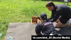 Члены добровольных народных дружин на стрельбах. Омск, Россия