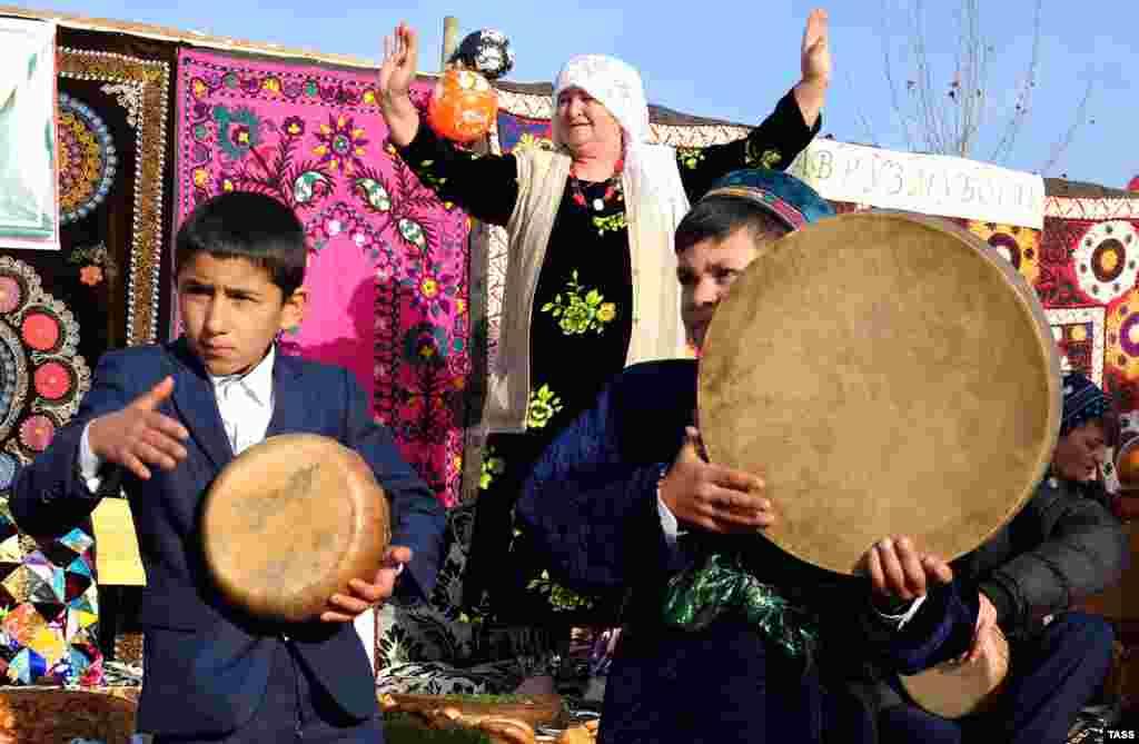 Жители Душанбе отмечают Навруз