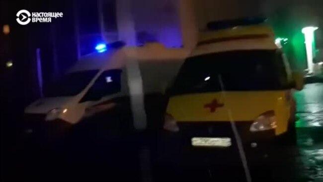 """В Омске """"скорые"""" привезли пациентов с коронавирусом к зданию Минздрава: в больницах не было мест"""