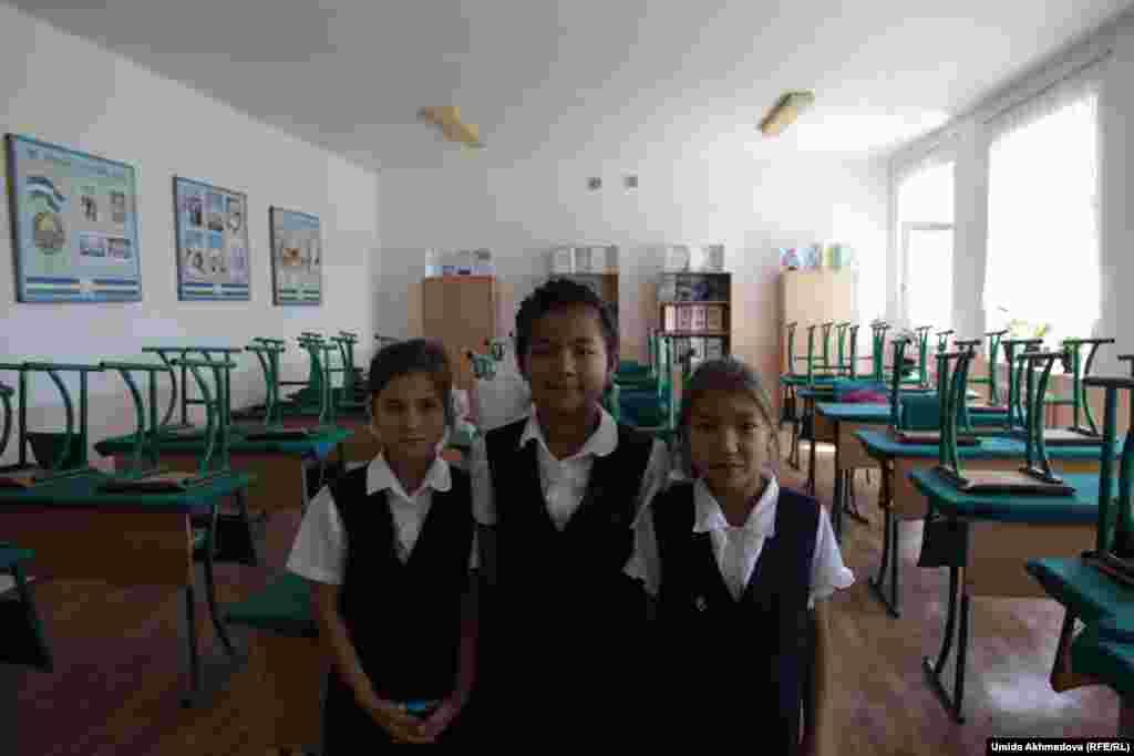 Ученицы четвертого класса школы №28 дежурят после уроков