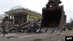"""Снос павильонов у станции метро """"Чистые пруды"""""""