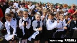 """""""Последний звонок"""" в школе в Симферополе, Крым"""