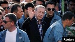 Президент Турции Реджеп Эрдоган на похоронах погибших при неудавшейся попытке переворота