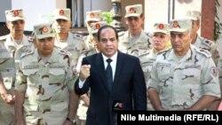 Нынешний президент Египта Абдель Фаттах ас-Сиси (в центре)