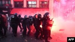 Французские силовики во время протестов 28 ноября
