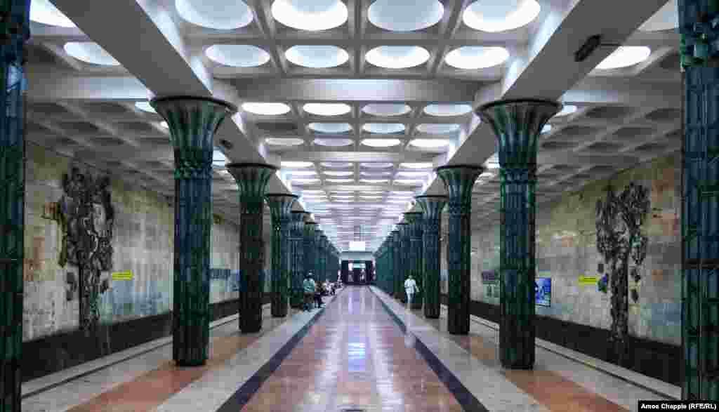 Станция в метро Ташкента. В этом году власти Узбекистана сняли запрет на съемку. Больше уникальных фотографий метро – в нашей галерее. Фото – Эймос Чаппл