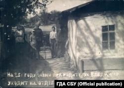 Семья провожает Владимира. 13 июня 1932 года. Место хранения фото: Государственный архив СБУ, фонд 6, дело 75489-фк, том 2
