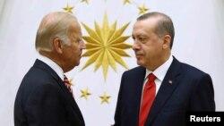 Байден с президентом Турции Эрдоганом в 2016 году