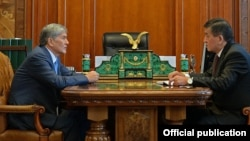 Президент Кыргызстана Алмазбек Атамбаев и премьер Сооронбай Жээнбеков