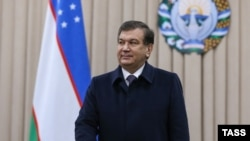 Исполняющий обязанности президента Узбекистана Шавкат Мирзиёев во время голосования в Ташкенте