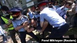 """""""Старик, уходи!"""" – протесты в Казахстане"""
