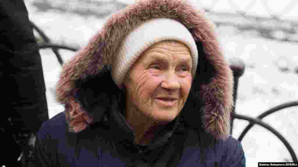 """Жизнью бабушка довольна. Говорит, что раньше времена были намного сложнее и тяжелее, нежели сейчас. """"Если говорить одним словом, я превосходно живу"""", –оптимистично настроена Валентина"""