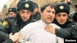 Задержание активиста на акции протеста в Баку, март 2011 года