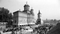 Йордакеску придумал конструкцию, схожую по виду с железнодорожными путями, которая позволяет перемещать целые здания. Так в 1985 году инженерам удалось переместить в другую часть города православную церковь Михая Водэ и прилегающую к ней башню, которые были построены в XVI веке