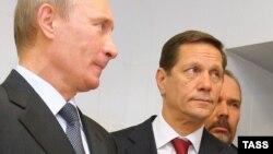 Михаил Мень (на заднем плане) с президентом России Владимиром Путиным и вице-премьером Александром Жуковым
