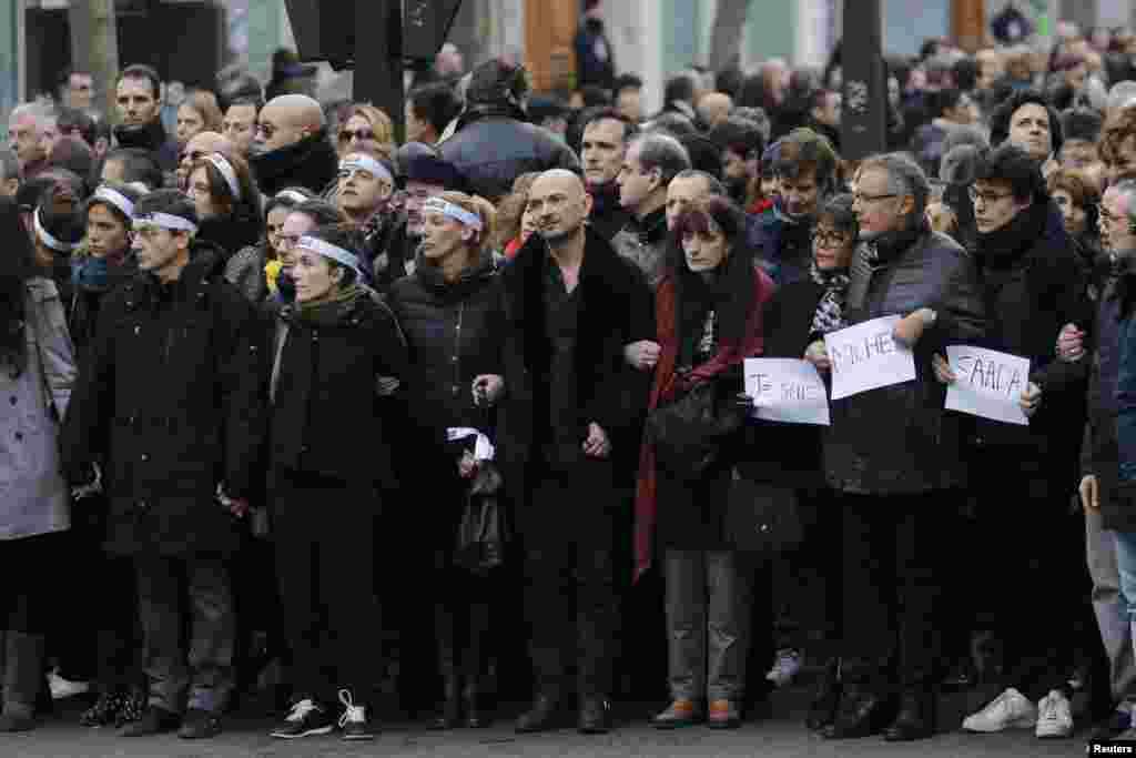 Родственники семнадцати погибших в нападениях