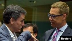 Министр финансов Финляндии Александр Стубб (на фото - справа) - один из самых ярых критиков нынешнего правительства Греции