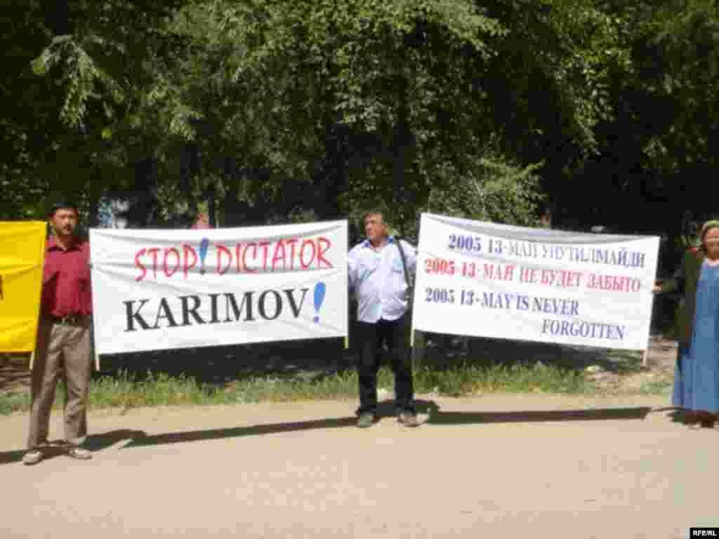 Большинство беженцев первой волны были отправлены властями Кыргизстана назад. Те, кто остался, были обвинены узбекскими властями в терроризме