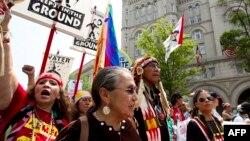 Участники демонстрации в Вашингтоне в поддержку охраны окружающей среды