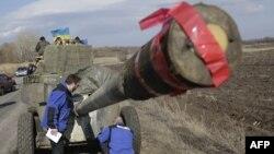 Миссия ОБСЕ инспектирует отвод вооружений в Соледаре, Донецкая область