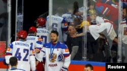Российская сборная по хоккею уходит с церемонии награждения после проигрыша канадцам