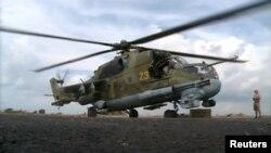 Российский военный вертолет на базе в Латакии, Сирия