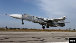 Российский Су-24M на военной базе в Латакии, 22 октября 2015