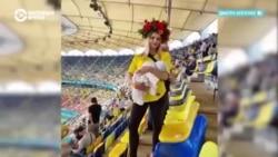 Семья из Украины путешествует за сборной по футболу вместе с полуторамесячным сыном