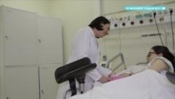Родители пострадавших при родах младенцев обвиняют экс-главу роддома Сармосян
