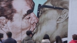 In Berlin, A Concrete, Communist Kiss That Reflects 'A Deadly Love'