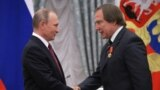 Russia -- Russian President Vladimir Putin (L) awards artistic director of St. Petersburg House of Music Sergei Roldugin during a ceremony at the Kremlin in Moscow, September 22, 2016