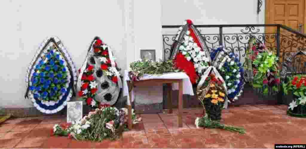 Семье Романа несколько дней не отдавали тело для похорон, а похоронные службы отказали родственникам в аренде зала для проведения панихиды. Родные Бондаренко также утверждали, что за ними следили