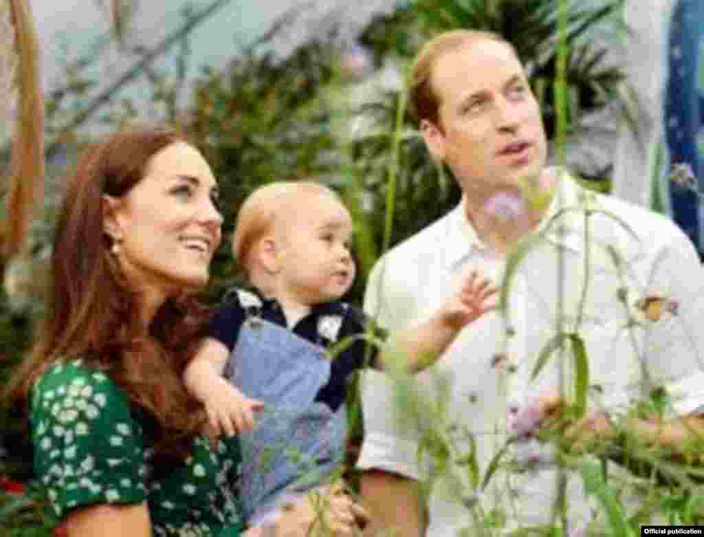 Принц Уильям с женой Кейт, герцогиней Кембриджской и принцем Джорджем