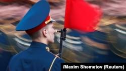 В параде на Красной площади приняли участие более 12 тысяч военнослужащих и свыше 190 единиц военной техники