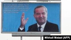 Плакат с изображением Каримова в Андижане