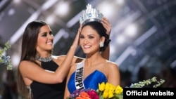 """Вручение короны настоящей """"Мисс Вселенная"""" - филиппинке Пиа Алонсо Вуртцбах"""