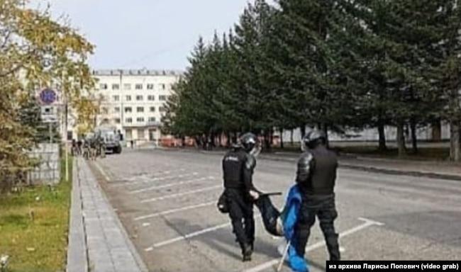 Момент задержания несовершеннолетнего Павла Поповича в Хабаровске