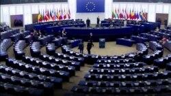 """""""Этот парламент смехотворен"""": гневная речь главы Еврокомиссии в Европарламенте"""