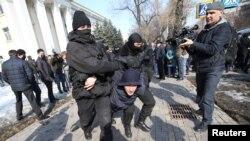 Задержания в Алма-Ате