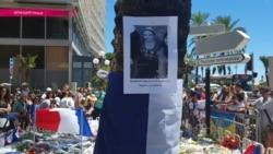 Автобусные остановки Ниццы увешаны объявлениями о поиске пропавших во время теракта