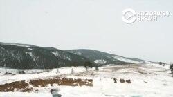 Как 76-летняя пенсионерка рассекает по Байкалу на коньках